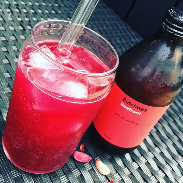 Little afternoon kombucha-break on the deck, don't mind if I do! Delicious beetroot brew from @batchwell who deliver for free with a friendly smile 👍🏼👍🏼